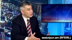 Пресс-секретарь премьер-министра Владимир Карапетян в студии Азатутюн ТВ, Ереван, 13 октября 2019 г.