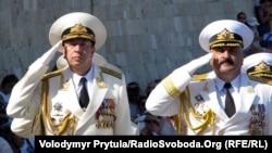 Олександр Федотенков (л) і Юрій Іл'їн (п) на параді в Севастополі 29 липня 2012 року