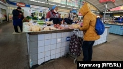 Рынок в Симферополе, 25 марта (иллюстрационное фото)