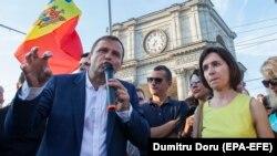 Împreună cu Andrei Năstase la un protest în Piața MAN după invalidarea rezultatelor celui de-al doilea tur de scrutin pentru primăria Chișinăului