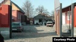 В домовладениях, расположенных в этом дворе, обнаружили три самодельных взрывных устройства, которые не удалось разминировать, поэтому было принято решение о подрыве взрывчатки в месте ее закладки. фото: nac.gov.ru