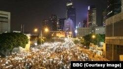 Протестующие заняли центральную улицу в деловом районе Гонконга. 29 сентября 2014 года.