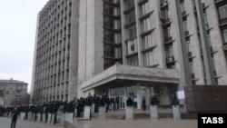 Сьогодні вранці міліція евакуювала проросійських активістів з Донецької ОДА через повідомлення про замінування