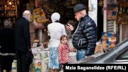В марте по инициативе премьер-министра в Грузии стартовала правительственная кампания по «затягиванию поясов». Ежедневно руководители министерств рапортовали о значительном снижении расходов