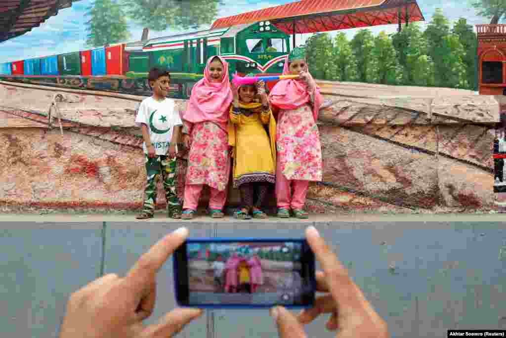 Pakistani children pose for a photograph while celebrating the country's 71st Independence Day in Karachi on August 14. (Reuters/Akhtar Soomro)
