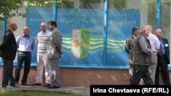 Абхазский парламент уже разработал закон о виде на жительство, – это такой специальный документ, который бы позволил жителям этого района, если не получать гражданство, то хотя бы получать полноценные гражданские права