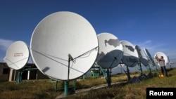 Автор приводит мнение главы журналистской хартии Звиада Коридзе о том, что поправка не должна оставить лазейки для кабельных операторов