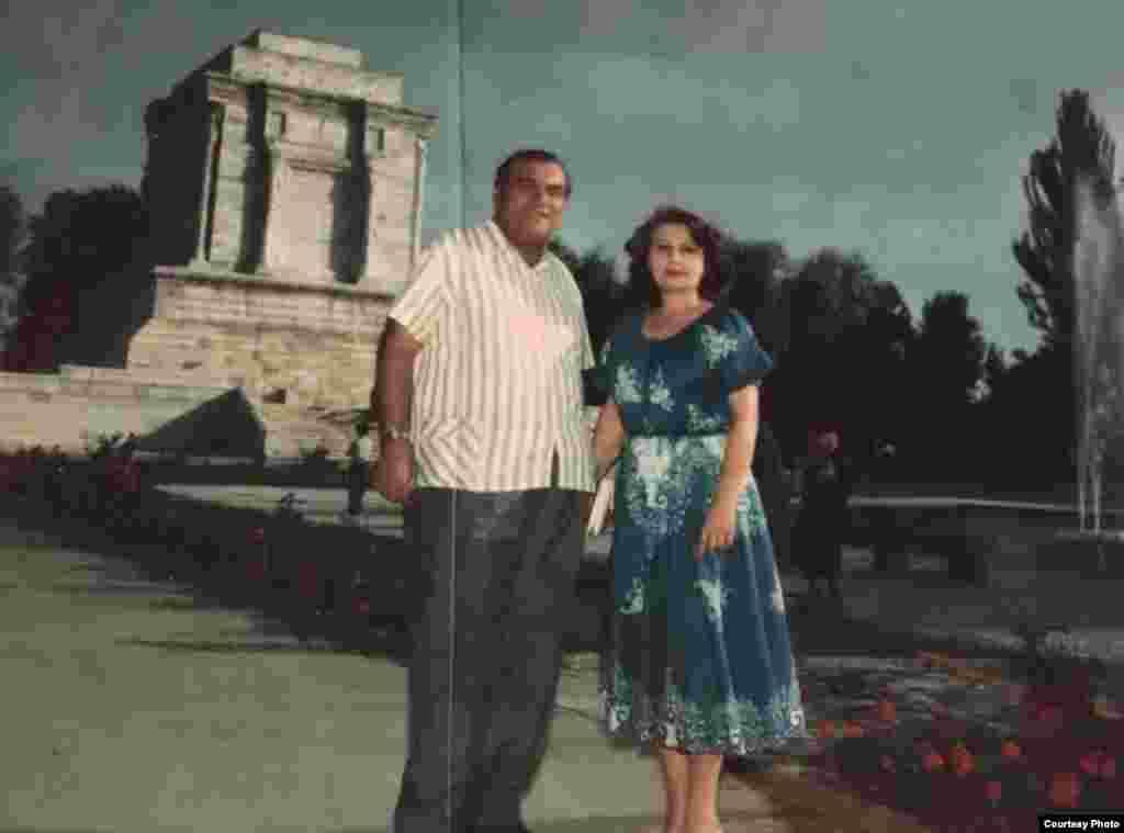 На могиле Фирдоуси в Иране с иранской киноактрисой. 1978 год