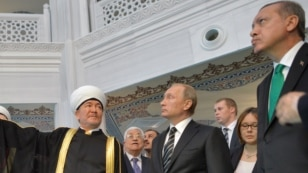 Путин и Эрдоган (справа), всего лишь 2 месяца назад союз казался незыблемым. 23 сентября 2015 года в Московской Соборной мечети