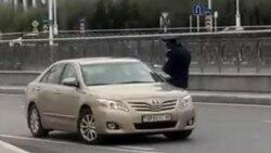 Aşgabadyň polisiýasy aýallara sürüjilik dokumentlerini bermek hakynda suduň kararyny berjaý etmeýär