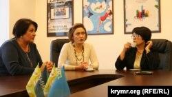 кс-директор ATR, Эльзара Ислямова, главный редактор детского телеканала Усние Халилова и журналистка Лиля Буджурова