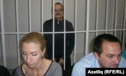Адвокатлар Рушана Камалова һәм Руслан Гарифуллин. Артта - Рәфис Кашапов