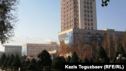 Здание главного корпуса Казахского национального университета имени аль-Фараби.