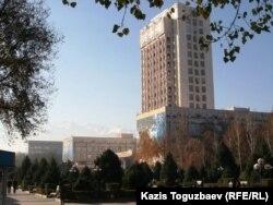 Әл-Фараби атындағы Қазақ ұлттық университетінің ғимараты. Алматы, 18 қараша 2010 жыл.