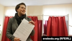 Tatsyana Karatkevich voting in Minsk on October 11, 2015