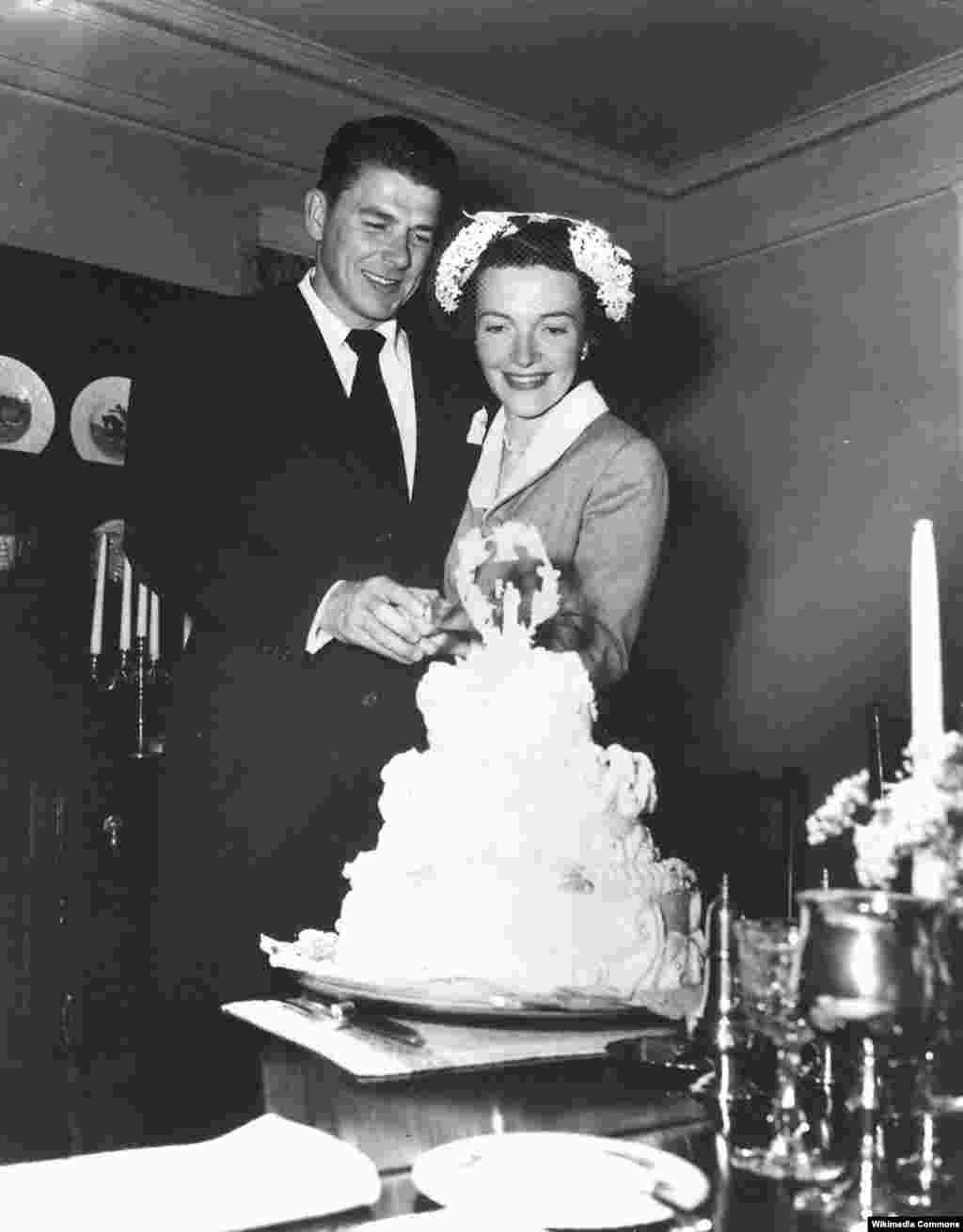Молодожены Нэнси и Рональд Рейган. 4 марта1952 года