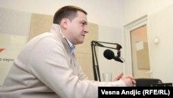 """Branko Ružić, ministar prosvete u Vladi Srbije, predlaže da se naredne školske godine film """"Dara iz Jasenovca"""" prikazuje srednjoškolcima u Srbiji."""
