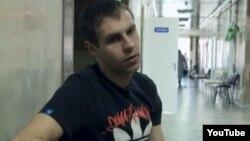 """Артем Чайковский в больнице. Кадр из фильма """"За ширмой войны"""""""