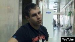 Артем Чайковский в больнице. Кадр из фильма «За ширмой войны»