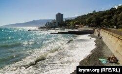 Пляж в Никите (Большая Ялта)