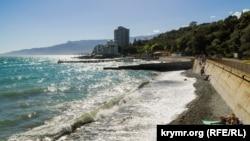 Пляж у Нікіті (Велика Ялта)