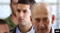 Israel -- Ehud Olmert, the former Prime Minister of Israel, walks out from Magistrate's Court in Jerusalem, 25Sep2009