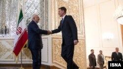 Jeremy Hunt (sağda) İrana səfər zamanı, arxiv fotosu