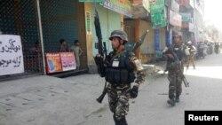Сотрудники афганских сил безопасности в городе Джалалабад, 17 мая 2017 года..