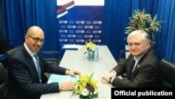 Հայաստանի ԱԳ նախարար Էդվարդ Նալբանդյան և Ֆրանսիայի եվրոպական հարցերի պետքարտուղար Հարլեմ Դեզիր, արխիվ