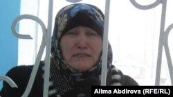 Түрмедегі тұтқындардың туыстары. 23 ақпан 2011 жыл. (Көрнекі сурет)