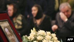 Mourners at Anastasia Baburova's wake in Moscow