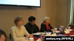 «Жала жабуды декриминализациялаудың жақтастары мен қарсыластары» атты халықаралық конференциядан көрініс. Астана, 27 қыркүйек 2010 жыл