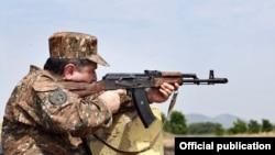 Ermənistanın baş naziri Tiqran Sarkisyan, 2 avqust 2011.