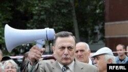 Тбилиси -- Грузияда оппозиция президент Саакашвилиге каршы акцияларын ушул күнгө чейин улантууда. 22-сентябрь 2009-жыл.