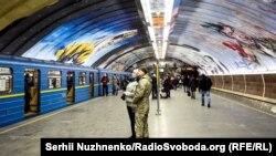 Станція метро «Осокорки» в Києві, 19 грудня 2018 року