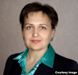 Архивист Ольга Бажан.