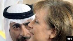 آنگلا مرکل صدراعظم آلمان به همراه شیخ ناصر نخست وزیر کویت در کنفرانس خبری روز سه شنبه