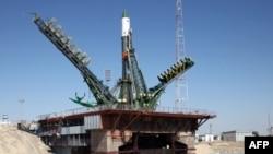 """Байқоңырдағы ұшу алаңында тұрған """"Прогресс М-28М"""" ғарыш кемесі. 1 шілде 2015 жыл."""