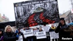 Demonstranti protiv upotrebe ćiriličnog pisma u gradu Vukovaru, protesti održani u centru Zagreba, 2014.