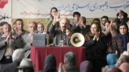 نمایی از فیلم سینمایی «لباسشخصی»، محصول سپاه، که موضوع آن عملکرد حزب توده در اوائل انقلاب است.