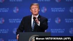 ترامپ قبل از زمان برنامهریزیشده در کنفرانس خبری حاضر شد