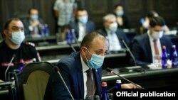 Министр здравоохранения Арсен Торосян на заседании правительства, 2 июля 2020 г.