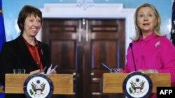 Ashton dhe Clinton - foto arkivi