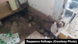 Разрушения в доме Людмилы Кобзарь из поселка Октябрьский