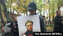 A man holding a portrait of Russian journalist Anna Politkovskaya in Moscow on October 7, 2016, to commemorate the 10th anniversary of her murder.