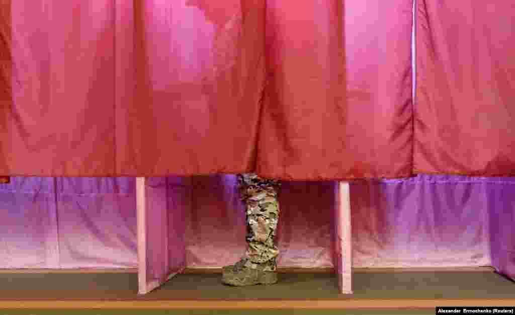 Галасаваньне падчас «выбараў» у кантраляваным прарасейскімі сэпаратыстамі Данецку, 11 лістапада