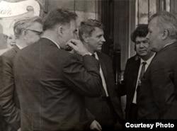 Аляксандар Твардоўскі (крайні справа) на экскурсіі ў Рыме. 1965 г. Фота Васіля Быкава