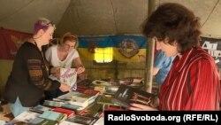 «Ветеранський намет» з книжками про війну