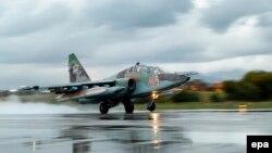Avion ushtarak rus i tipit Sukhoi Su-25, fotografi nga arkivi