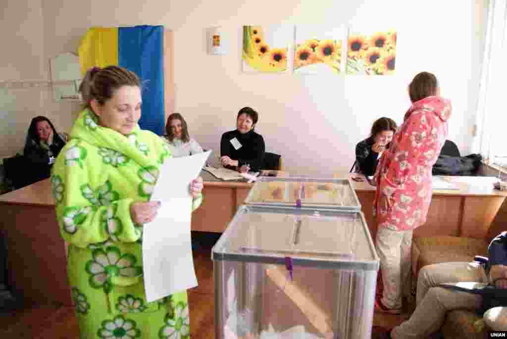 Голосування в Миколаївському пологовому будинку №1
